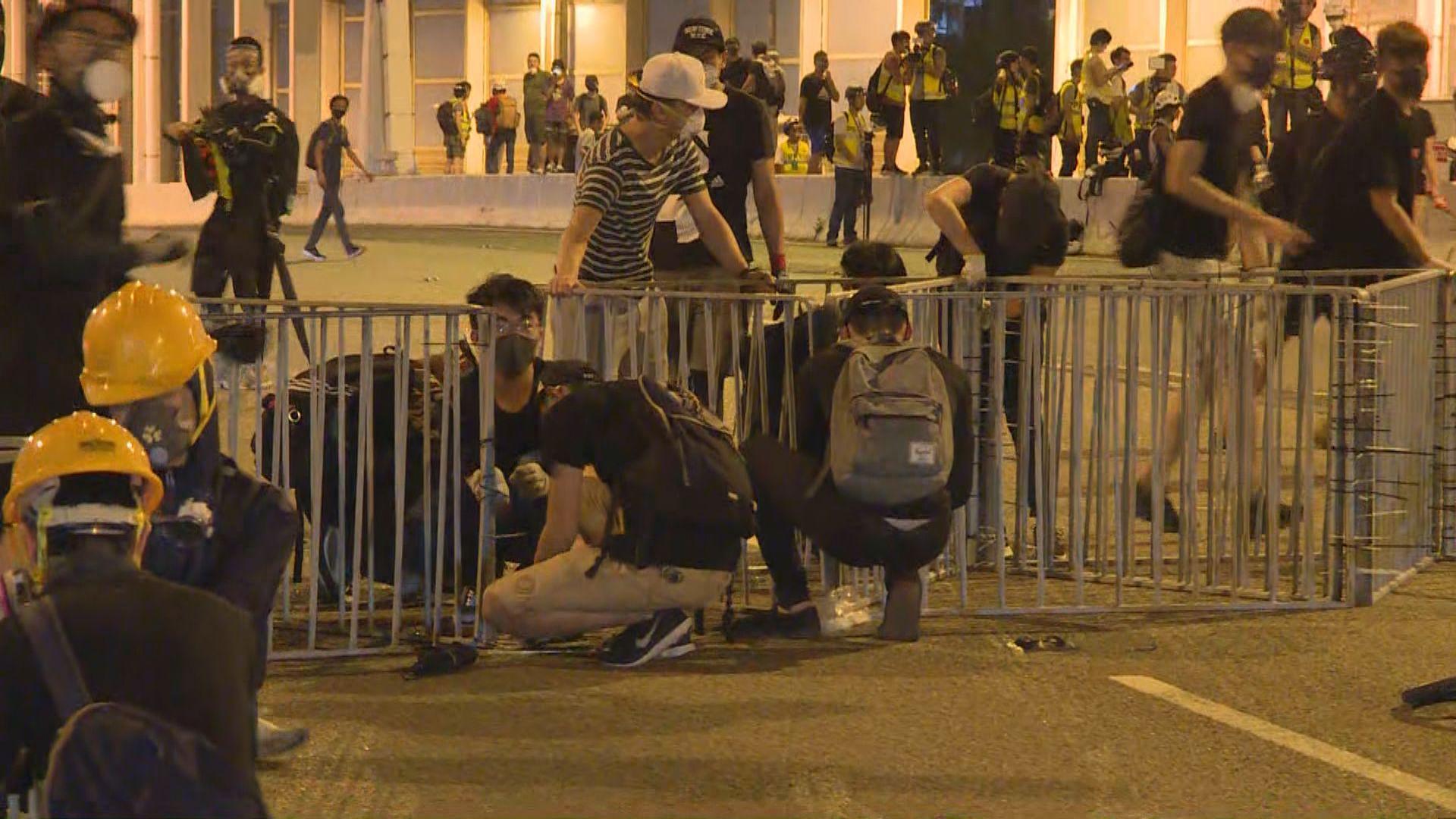 部分示威者轉去將軍澳堵路及包圍觀塘警署