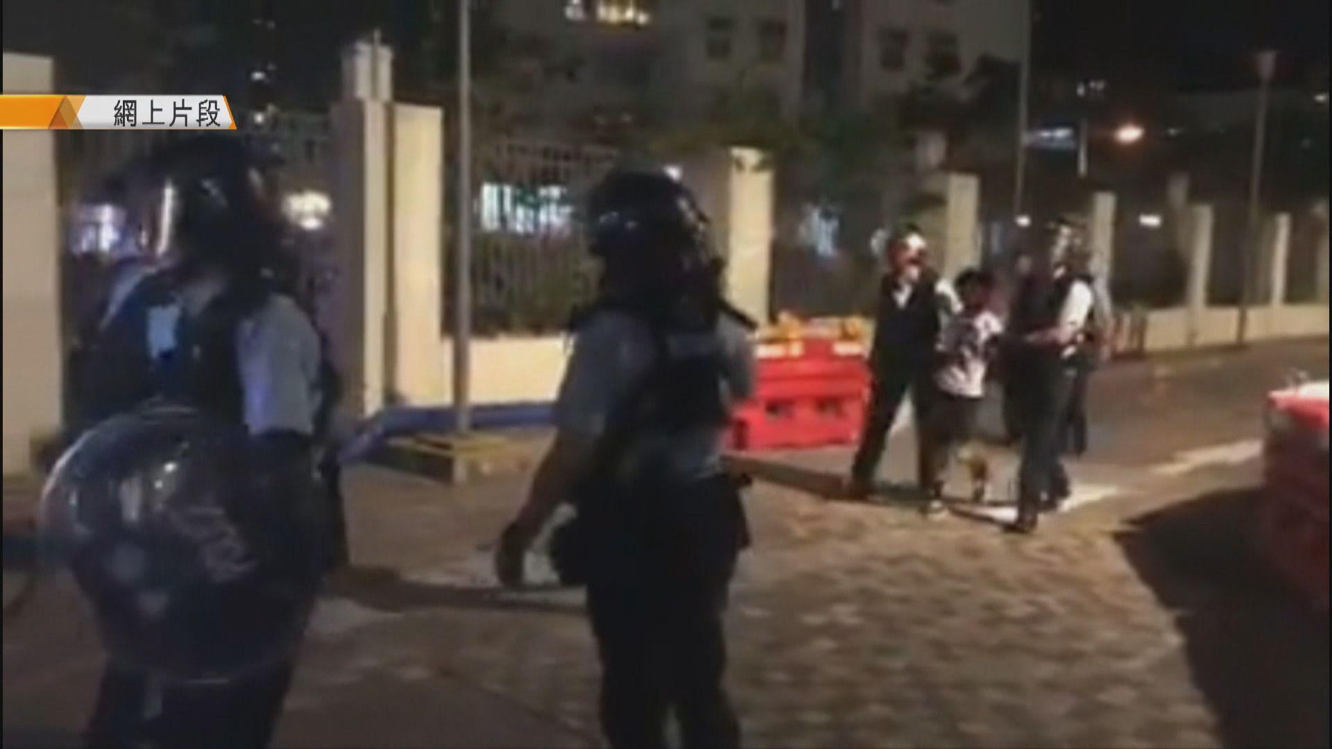 將軍澳警民衝突 十二歲男童被帶走
