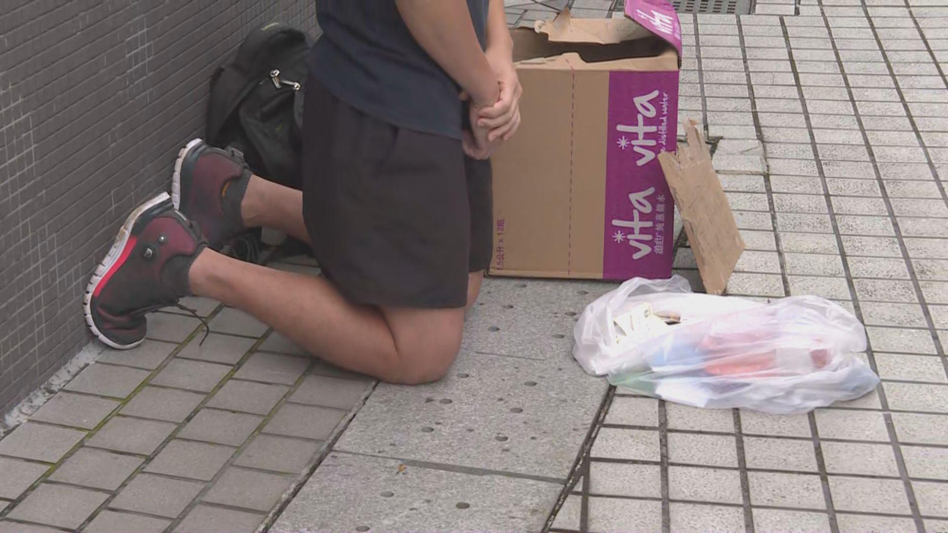 【將軍澳遊行】有年輕人跪下籲市民周一罷工