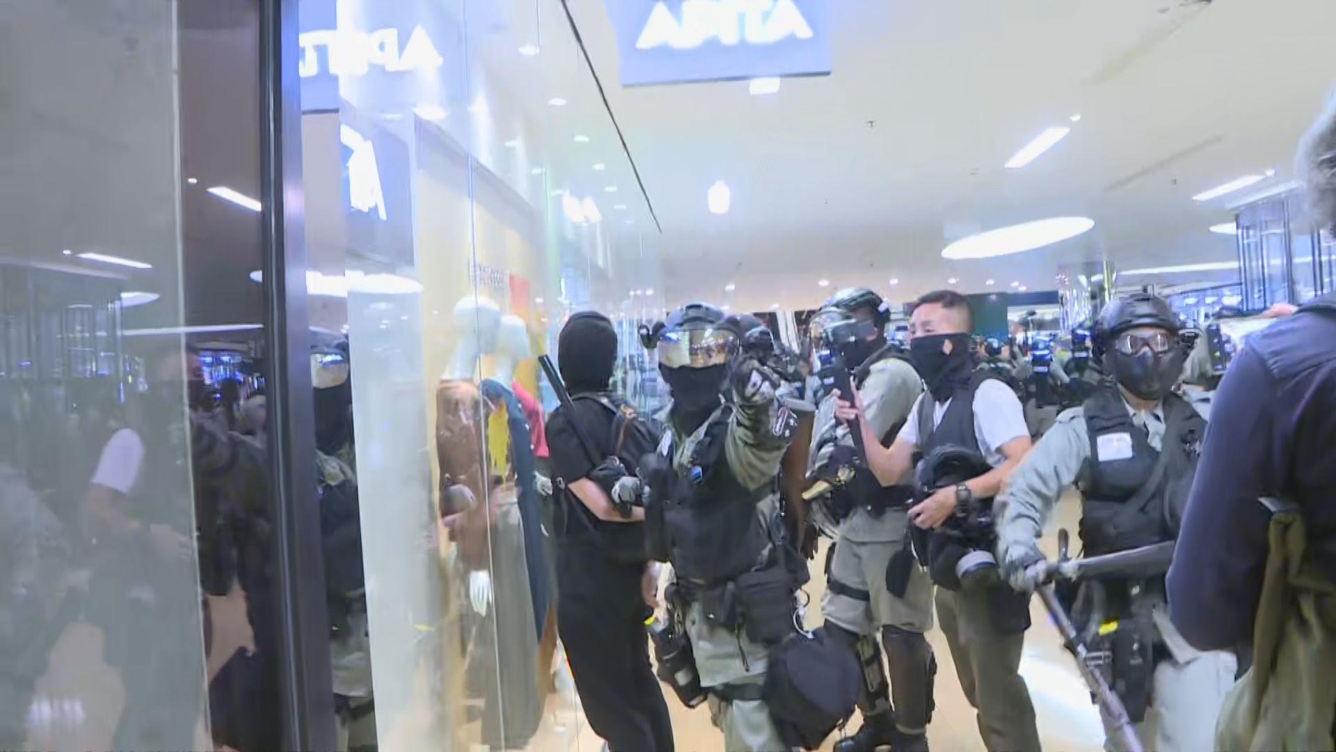 警再入太古城中心 現場市民稱有人被帶走