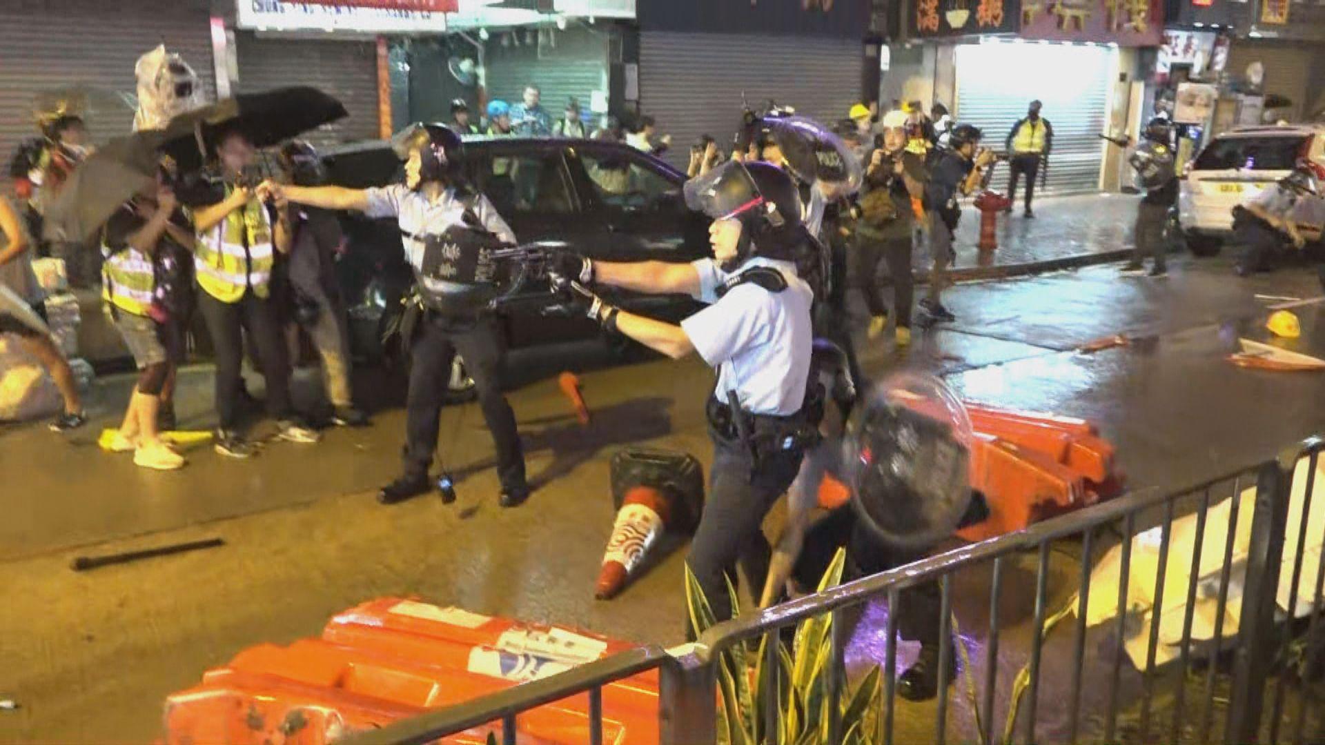 示威者晚上到二陂坊破壞 警員一度開槍