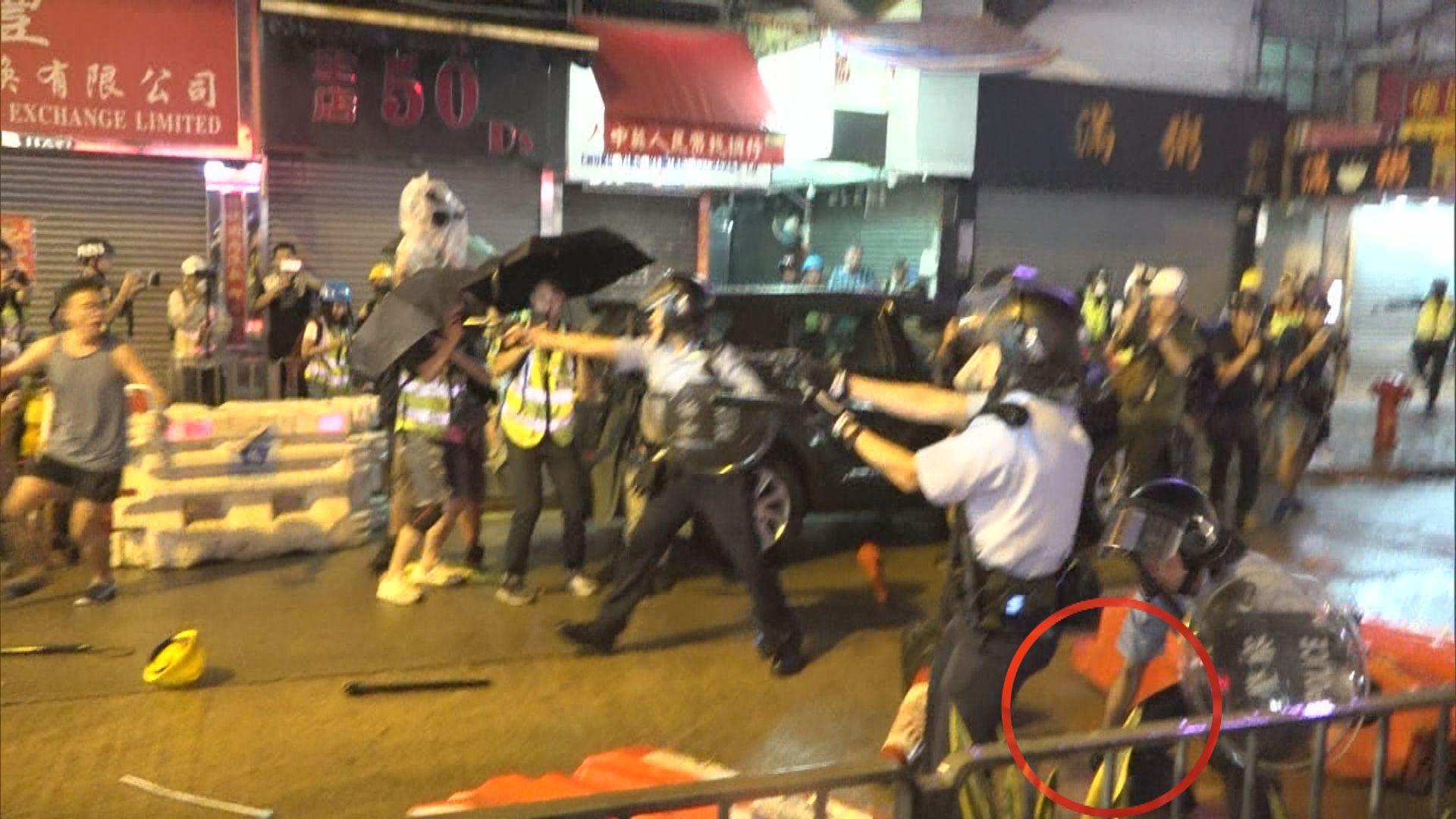 警稱開槍後有警員跌佩槍拾回