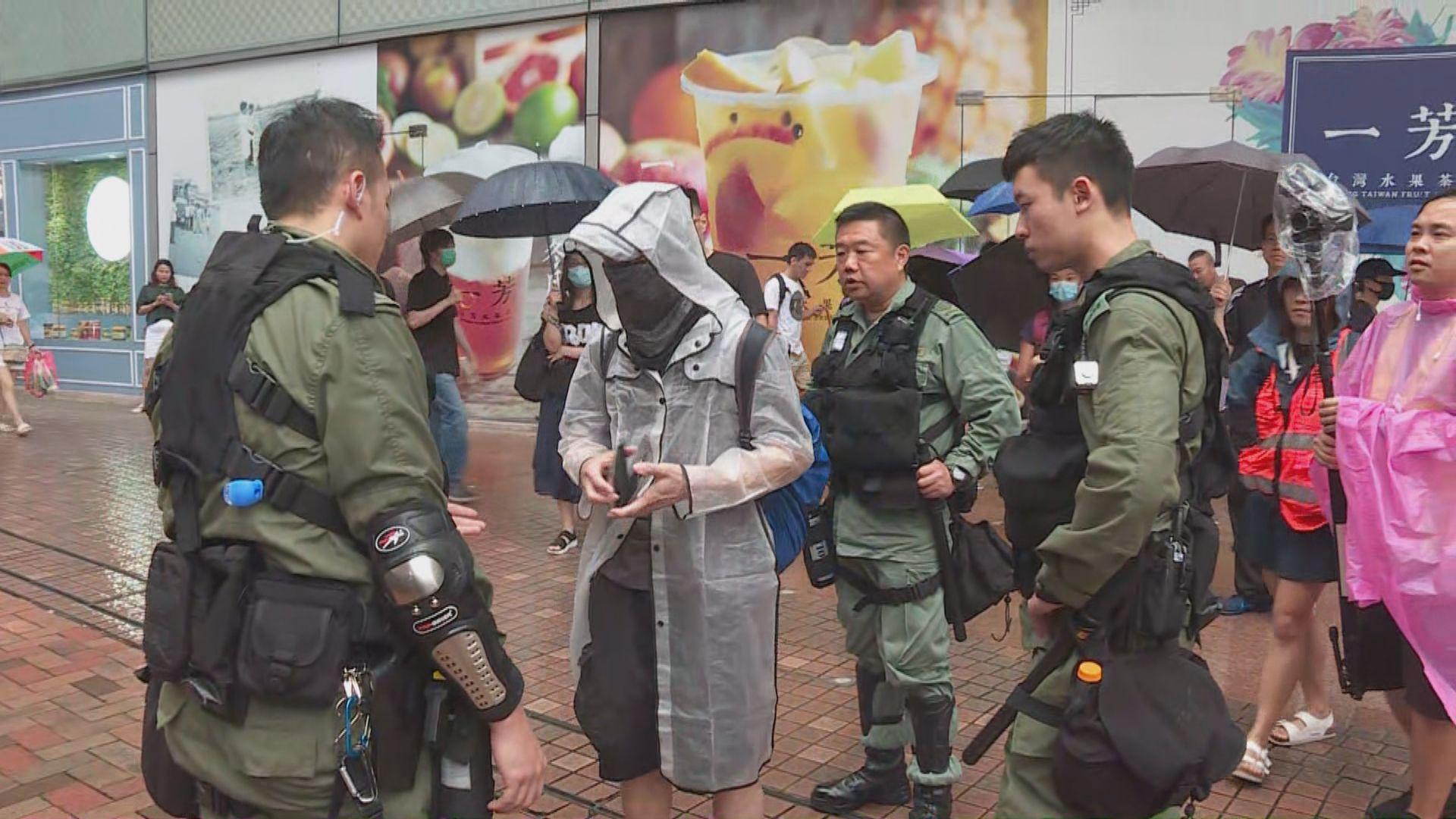 荃葵青遊行防暴警截查部分黑衣人