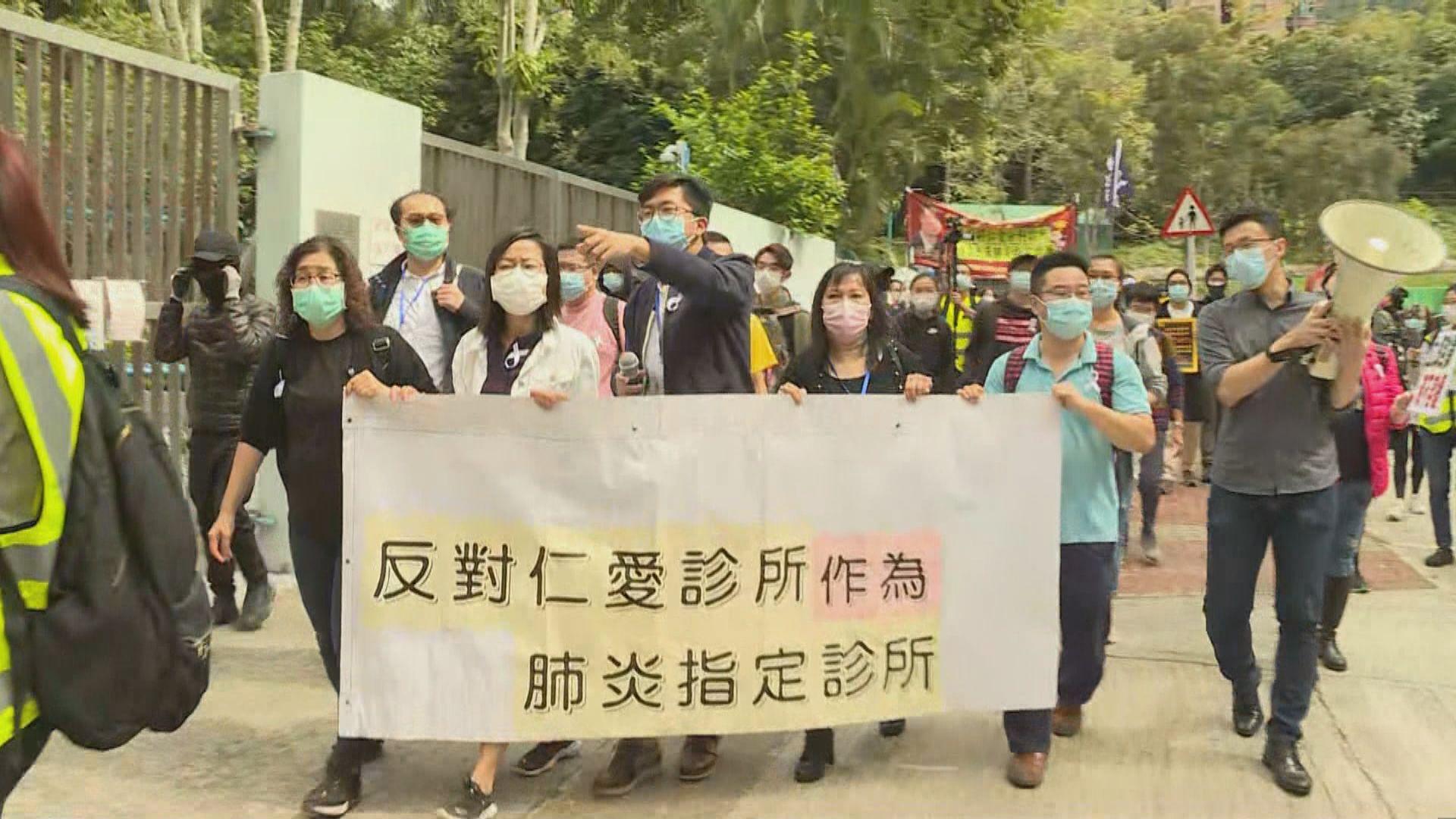 屯門居民遊行反對區內設新型肺炎指定診所
