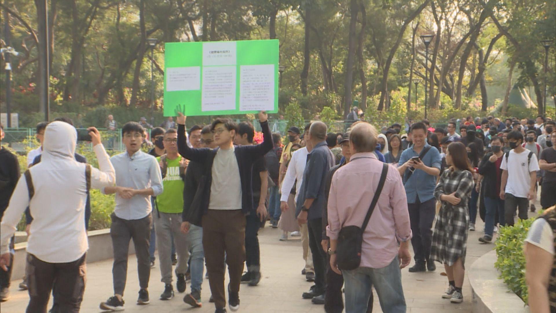 區議員輪流巡視 屯門公園歌舞表演減少