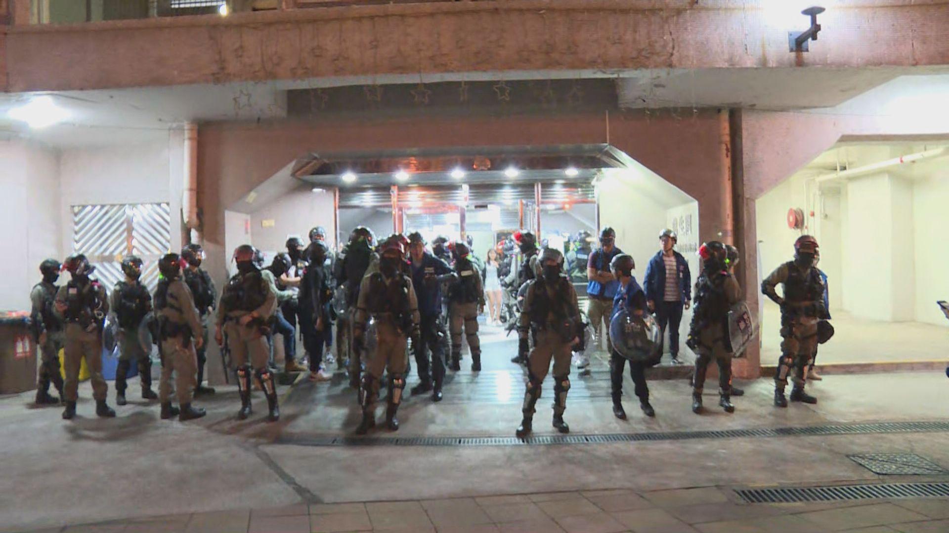 防暴警屯門清場 進入兆軒苑帶走逾廿人
