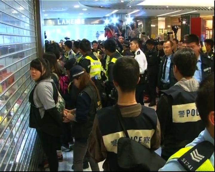 屯門示威反水貨客釀衝突 警方帶走多人