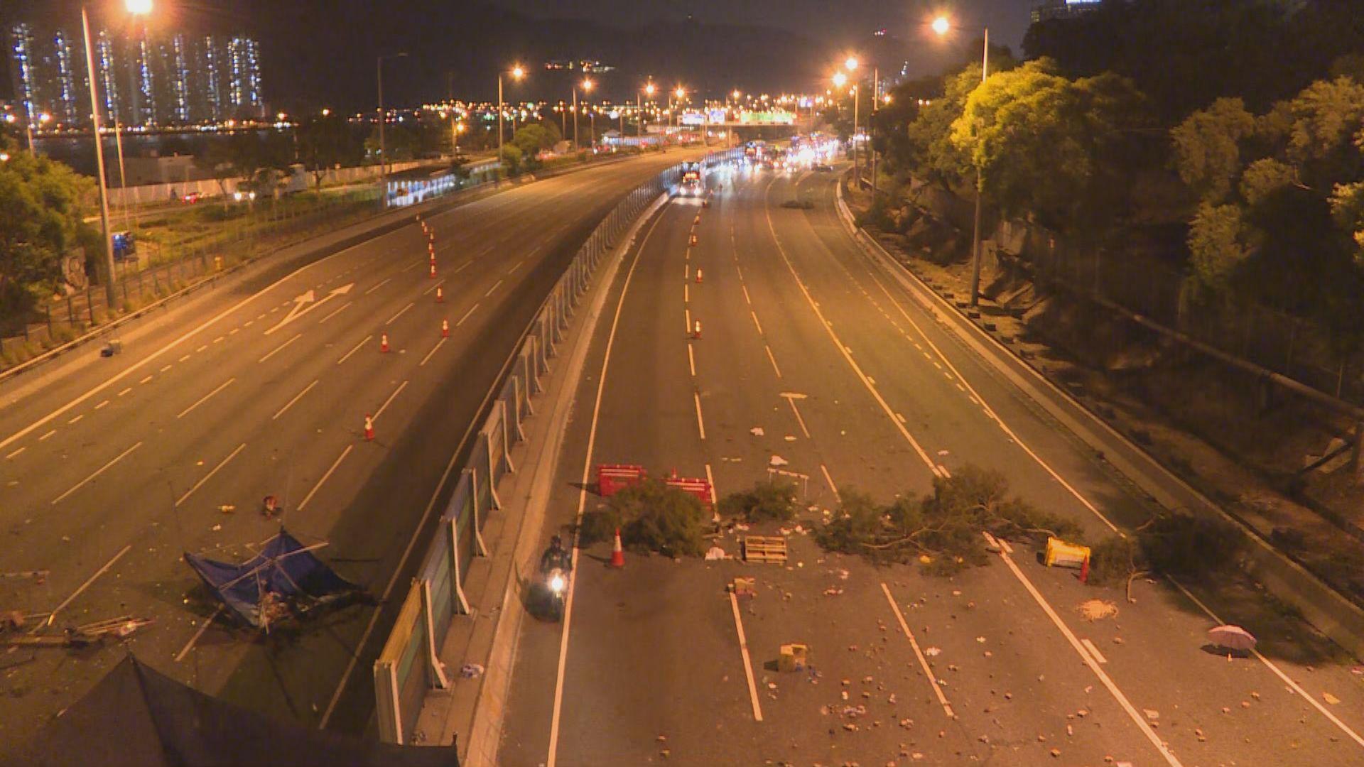 吐露港公路晚上再有堵路 阻塞來回行車線