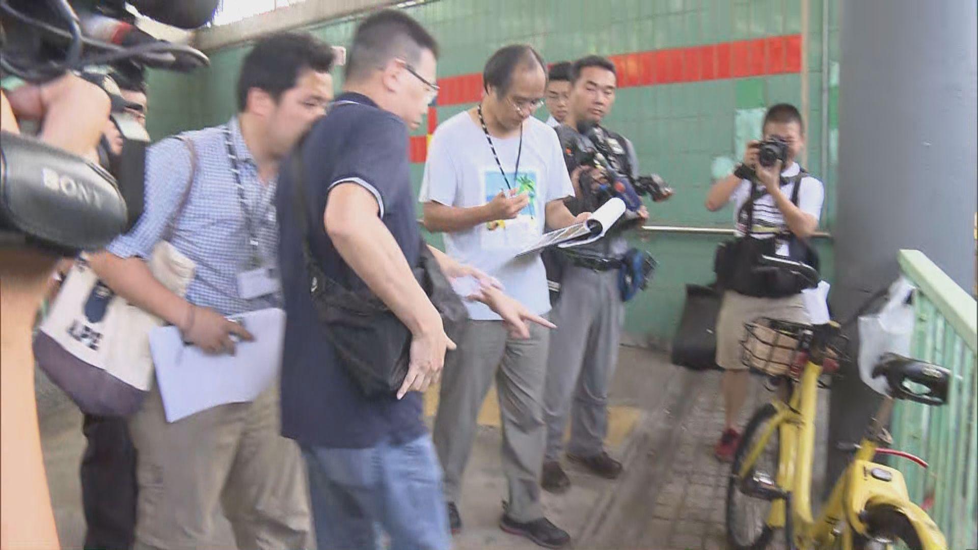 地政總署到大埔「連儂隧道」清理違泊單車 未有處理牆上紙條