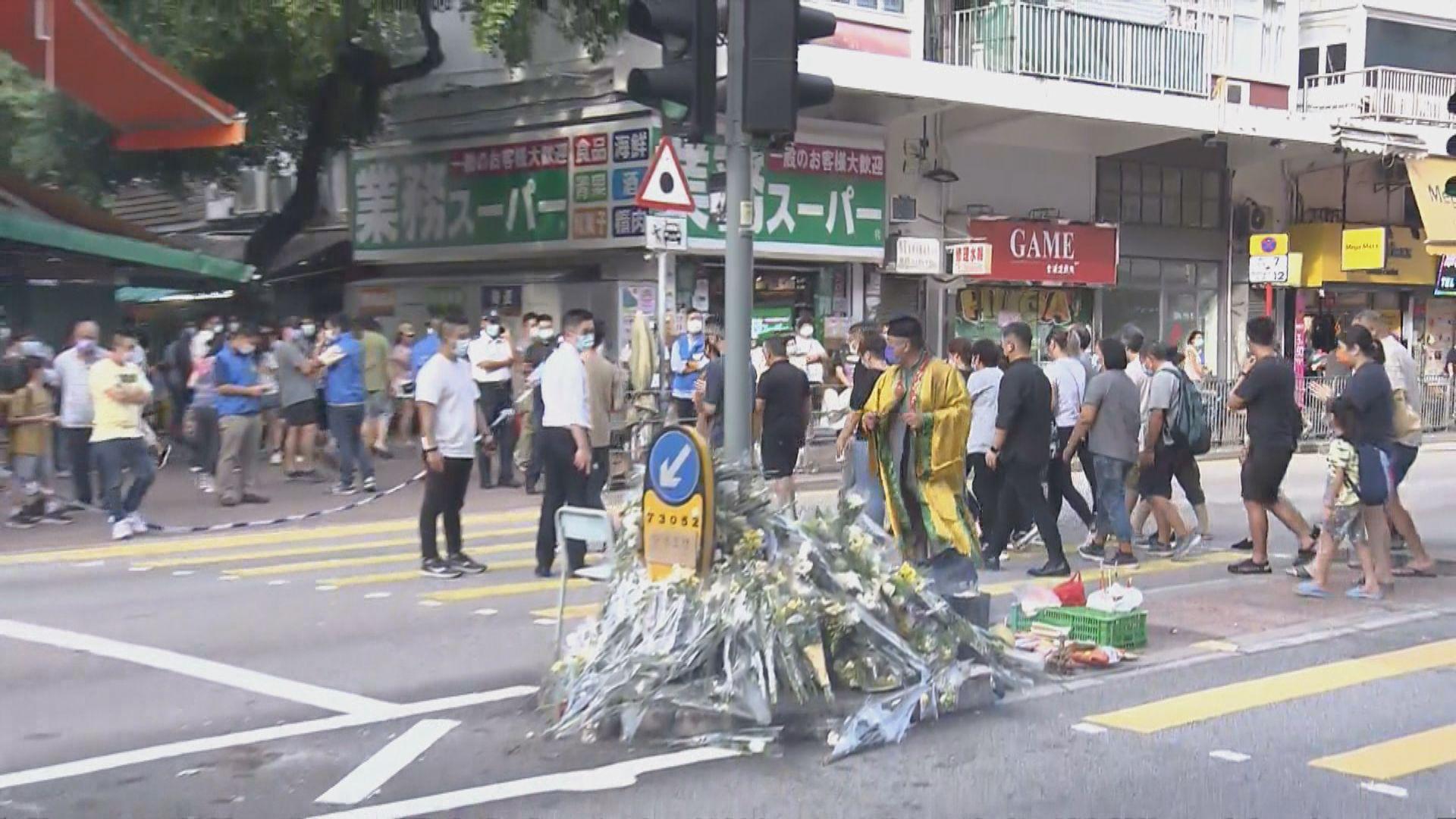 大埔的士撞途人車禍 死者家屬到現場路祭