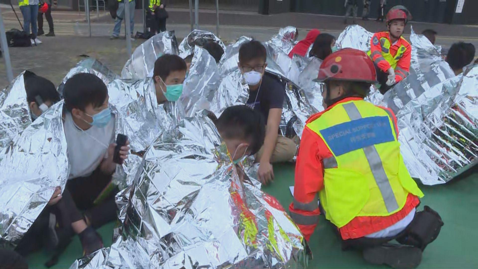 理大內示威者:憂被捕後受武力對待跳渠離開