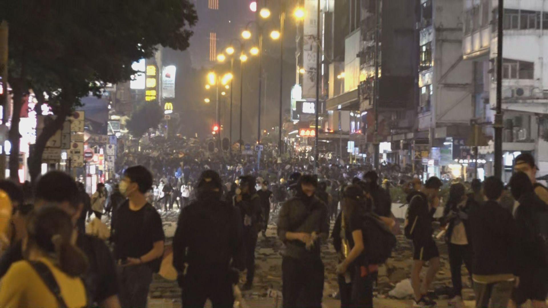佐敦持續有示威者圖往理大 警放催淚彈阻截
