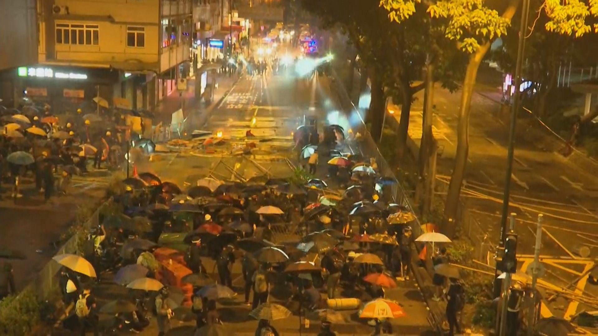 周一晚示威者嘗試多路向理大推進