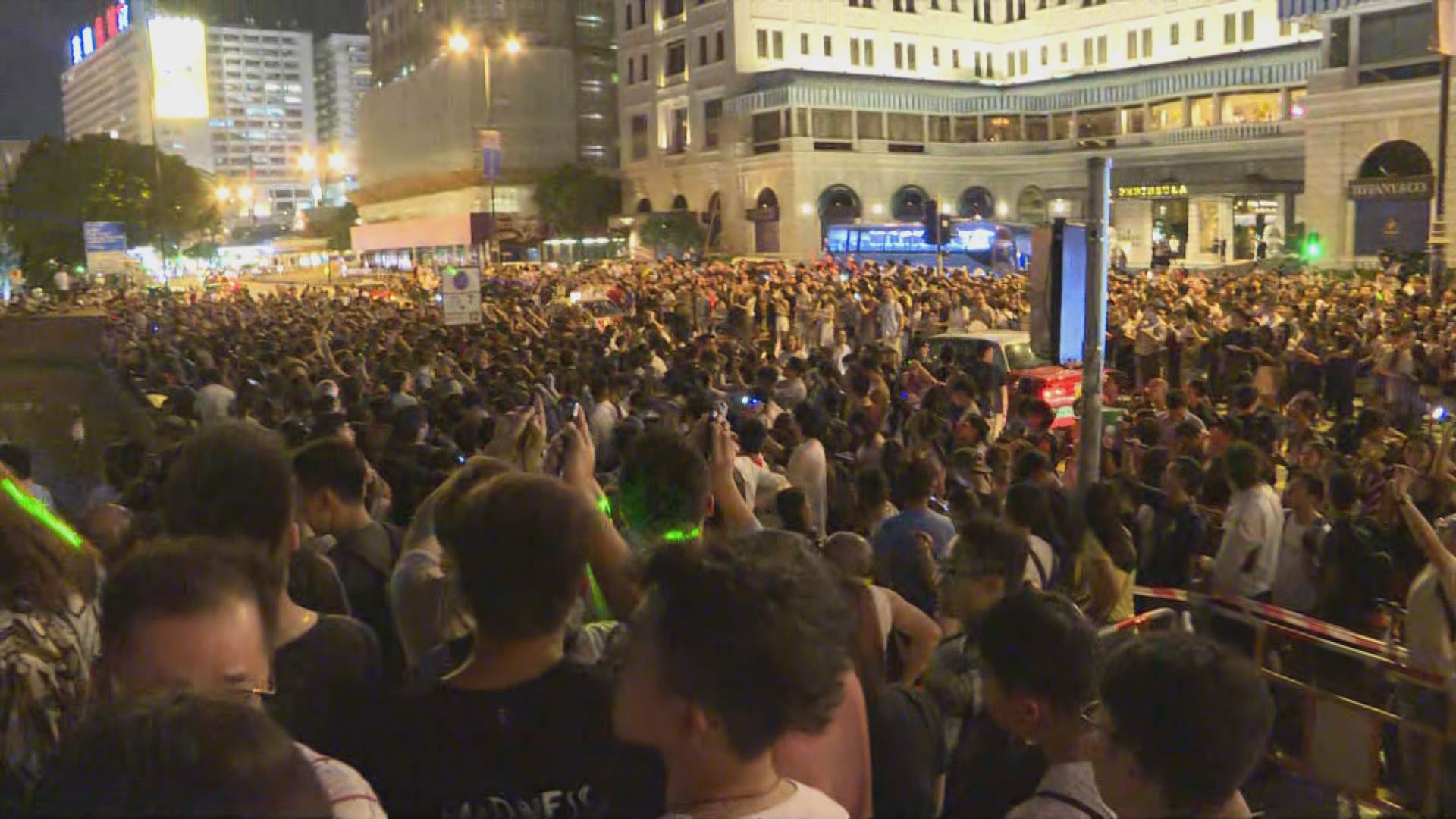 近千人太空館外參加觀星活動