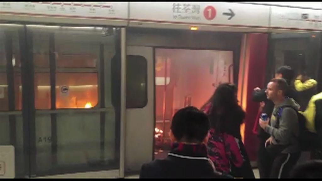 警拘一人涉尖沙咀站內擲汽油彈自焚