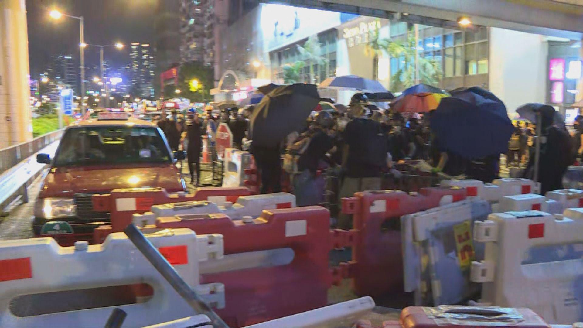 示威者銅鑼灣遊行至灣仔 堵塞紅隧港島出入口
