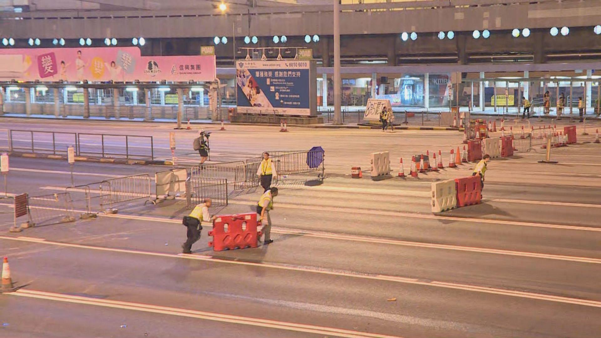 示威者晚上再次堵塞紅隧一度封閉