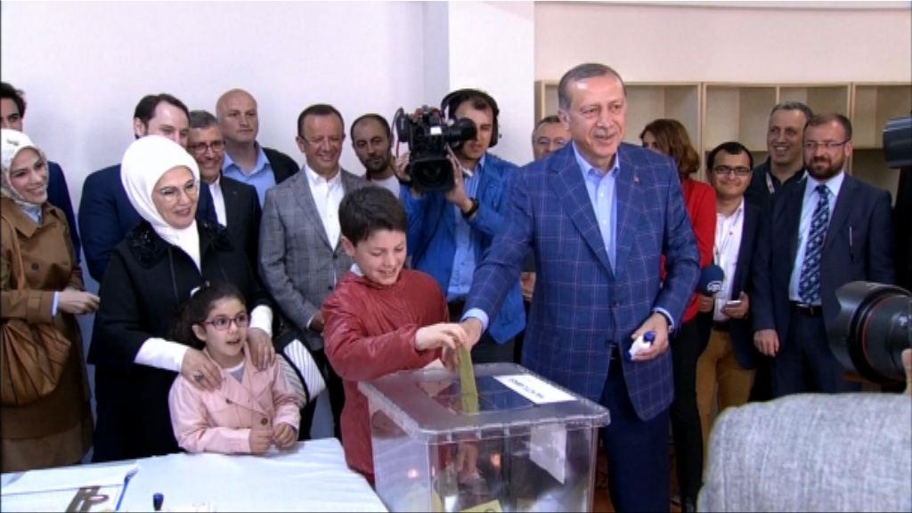 埃爾多安抵票站 就修憲公投投票