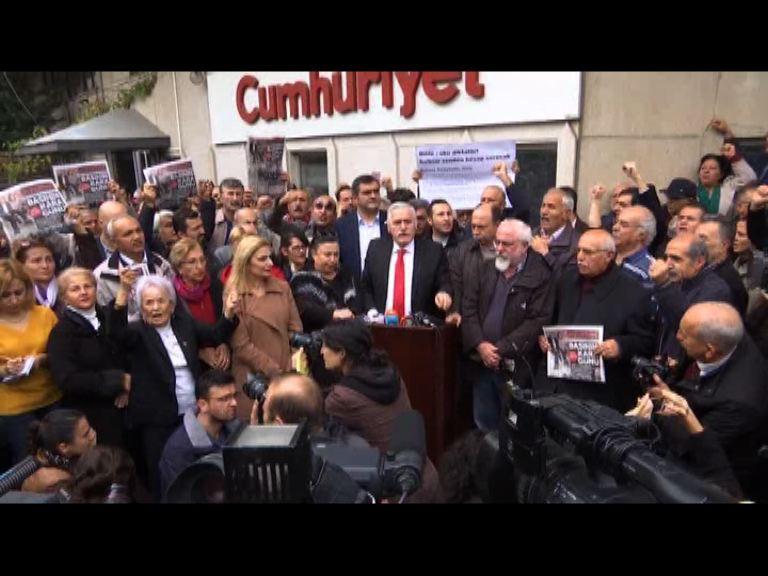 土耳其民眾示威抗議政府拘兩記者