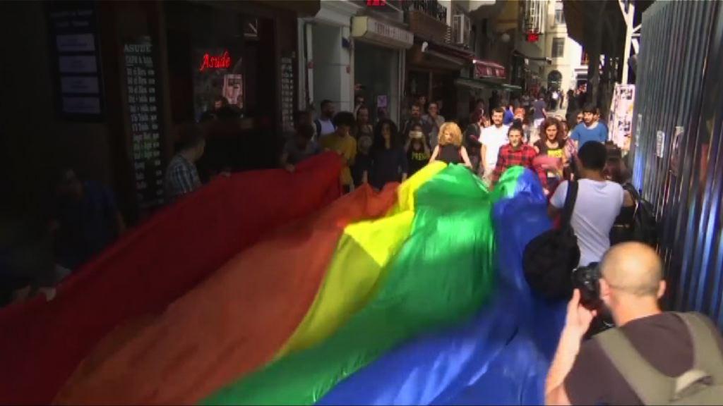 土耳其同志遊行 警方以催淚氣體驅散