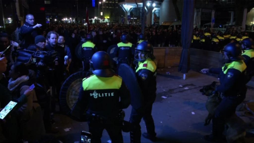 荷蘭驅散土耳其領事館外示威者
