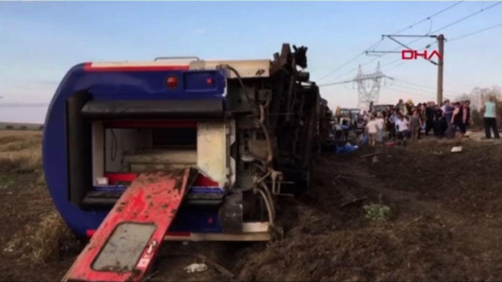 土耳其火車出軌逾80死傷