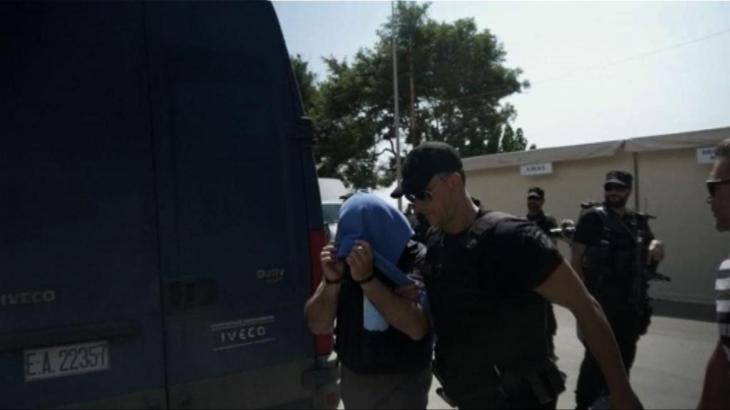 八名土耳其士兵被判入獄兩個月