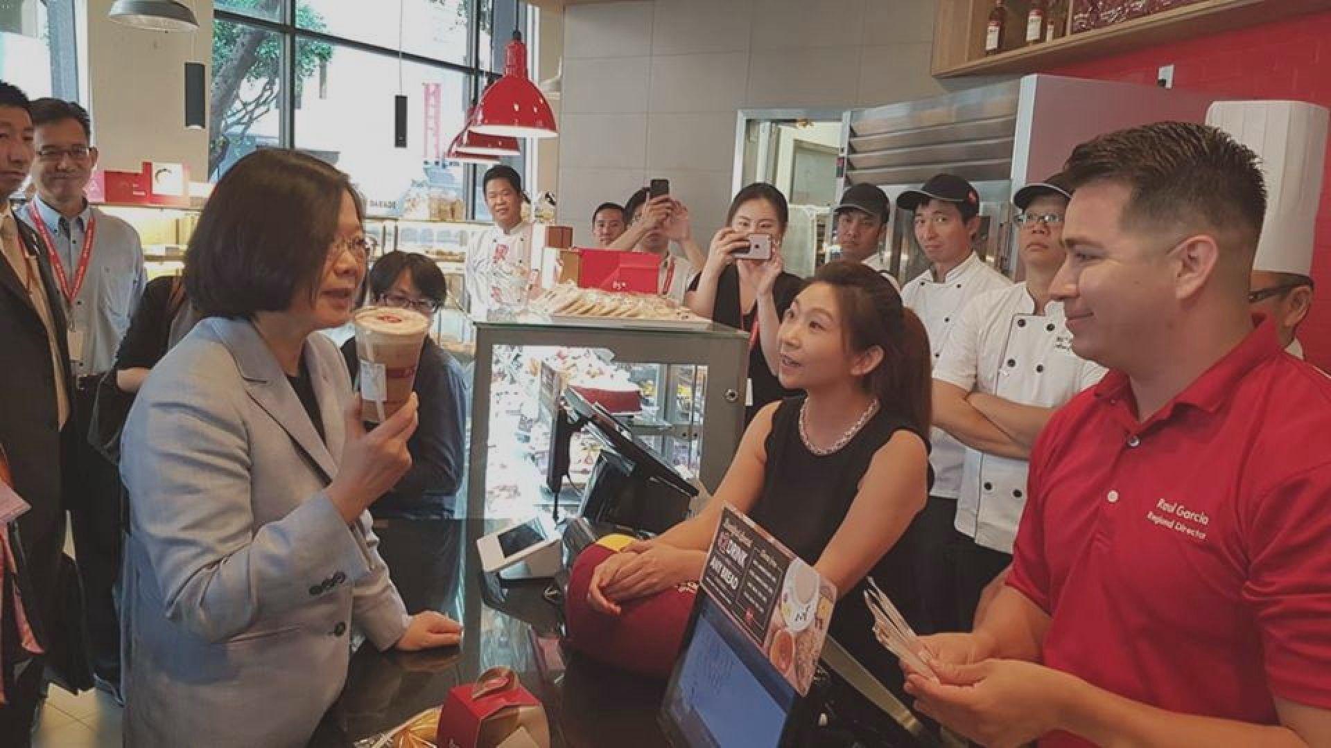 蔡英文造訪台商咖啡店掀爭議
