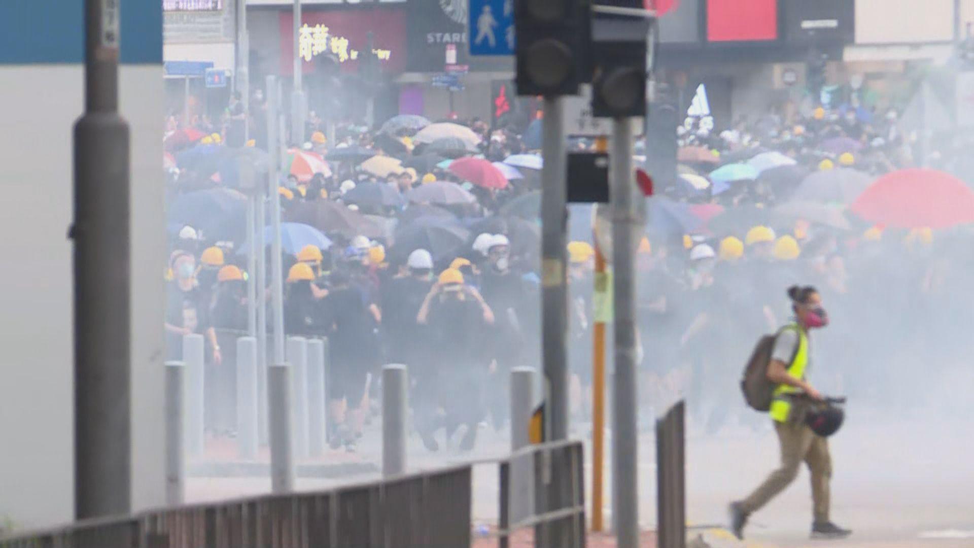 荃灣警署遭破壞 警方一度施放催淚彈