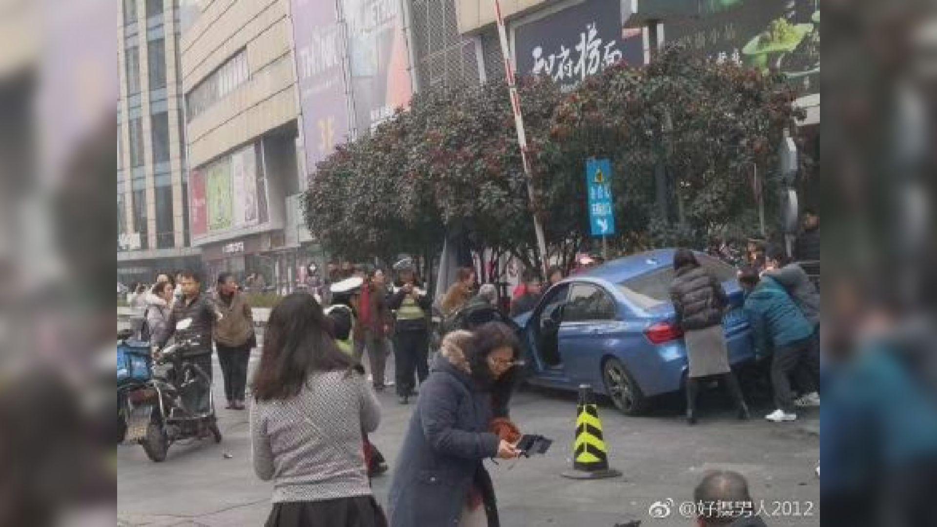 上海私家車撞途人台灣團一死九傷
