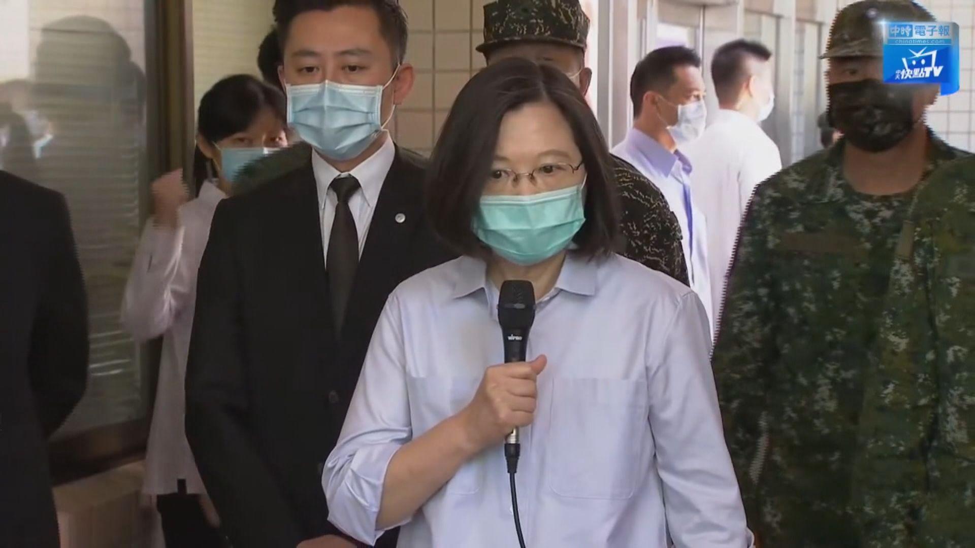 蔡英文讚揚兩名墜機殉職的官兵是英雄
