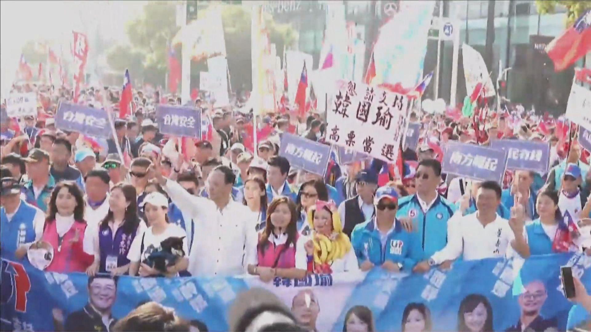 台灣高雄分別有支持及要求罷免市長韓國瑜遊行