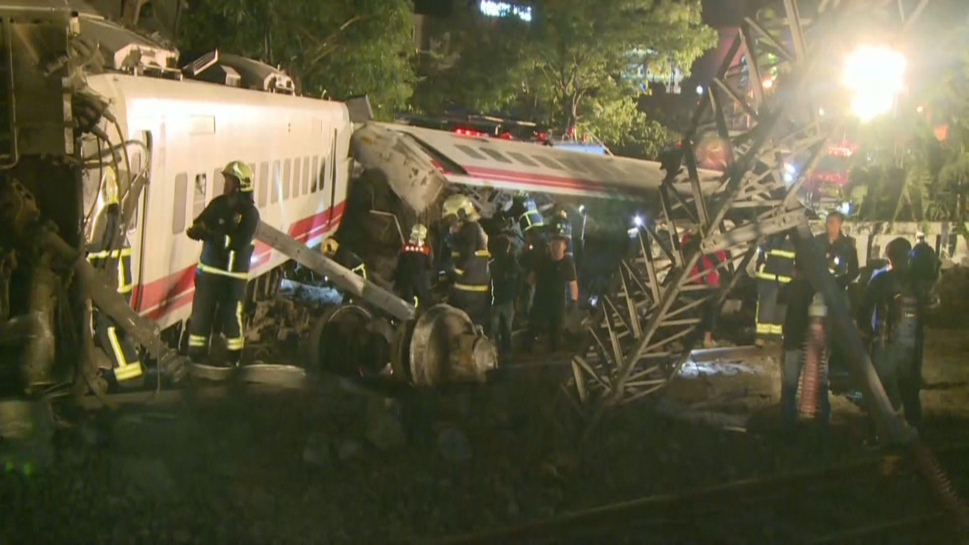 台灣列車出軌翻側有乘客死傷