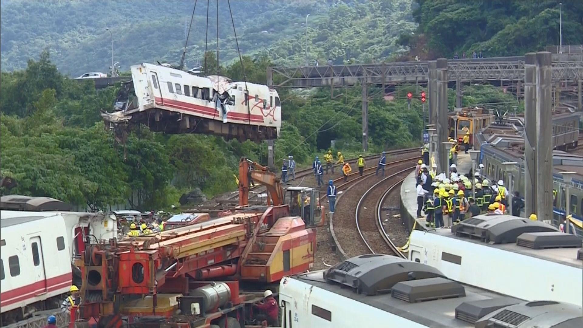 台鐵就出軌事故道歉 向死傷者發放慰問金