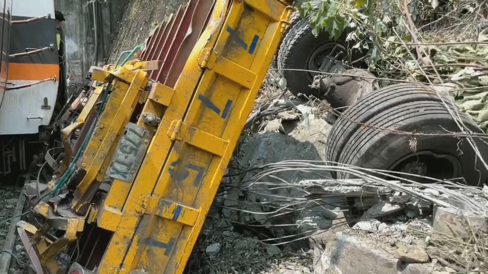 台鐵列車花蓮隧道出軌 疑因工程車斜坡滑落撞向列車