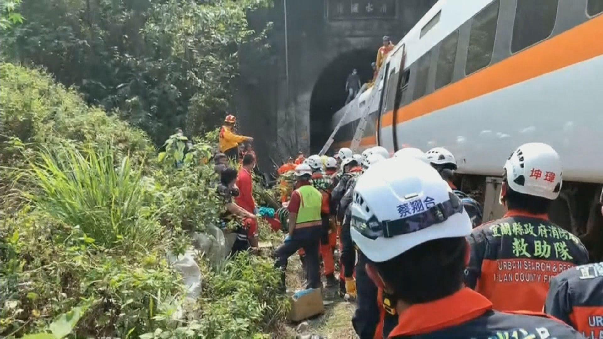 台鐵列車疑受撞出軌致50人死亡 死者年紀最小六歲