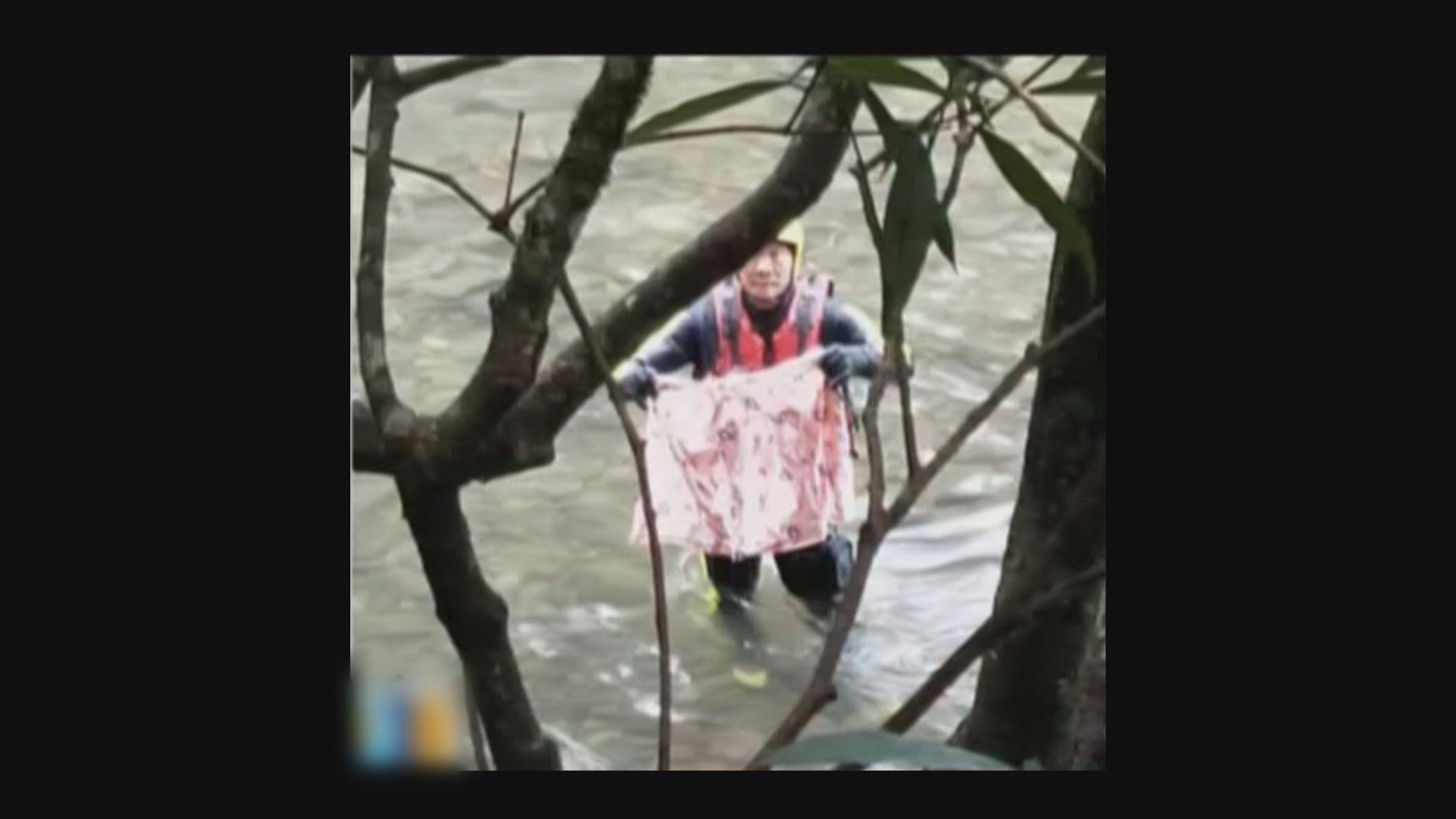 台北虎豹潭兩名被洪水沖走兒童仍下落不明
