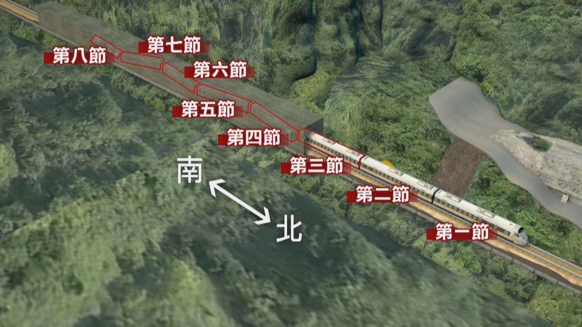 台鐵出軌事故 工作人員搶修部分路軌盼午夜前拖出第三節車廂