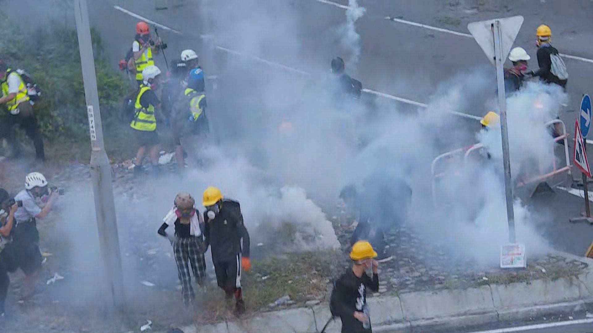 警方大圍施放催淚彈驅散示威者