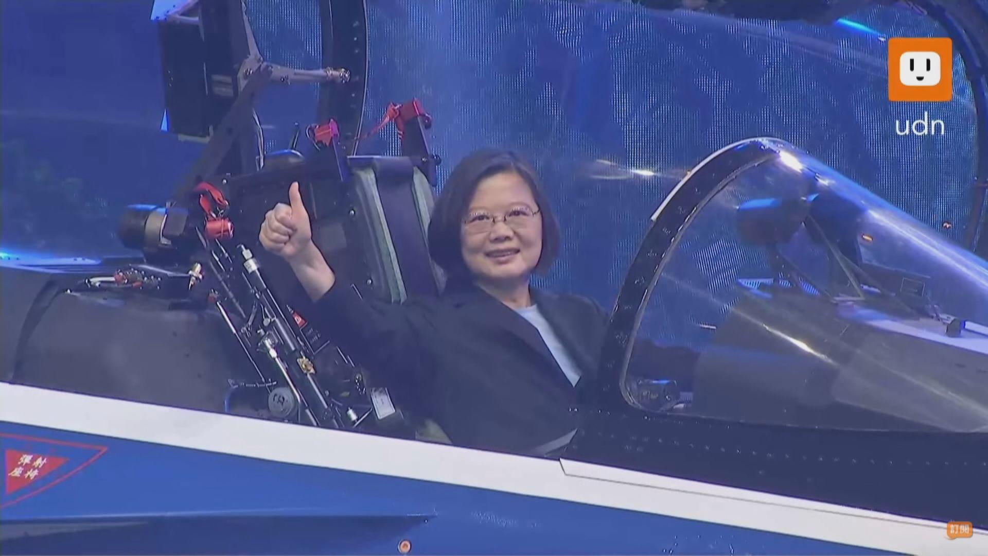 台灣自製高級教練機出廠