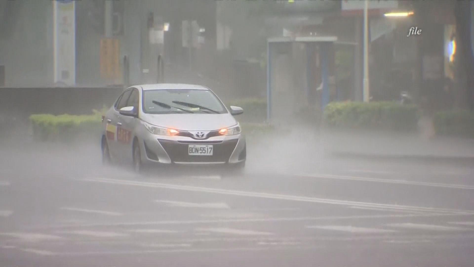 台灣廣泛地區大雨 高雄市五區暫停新冠疫苗接種