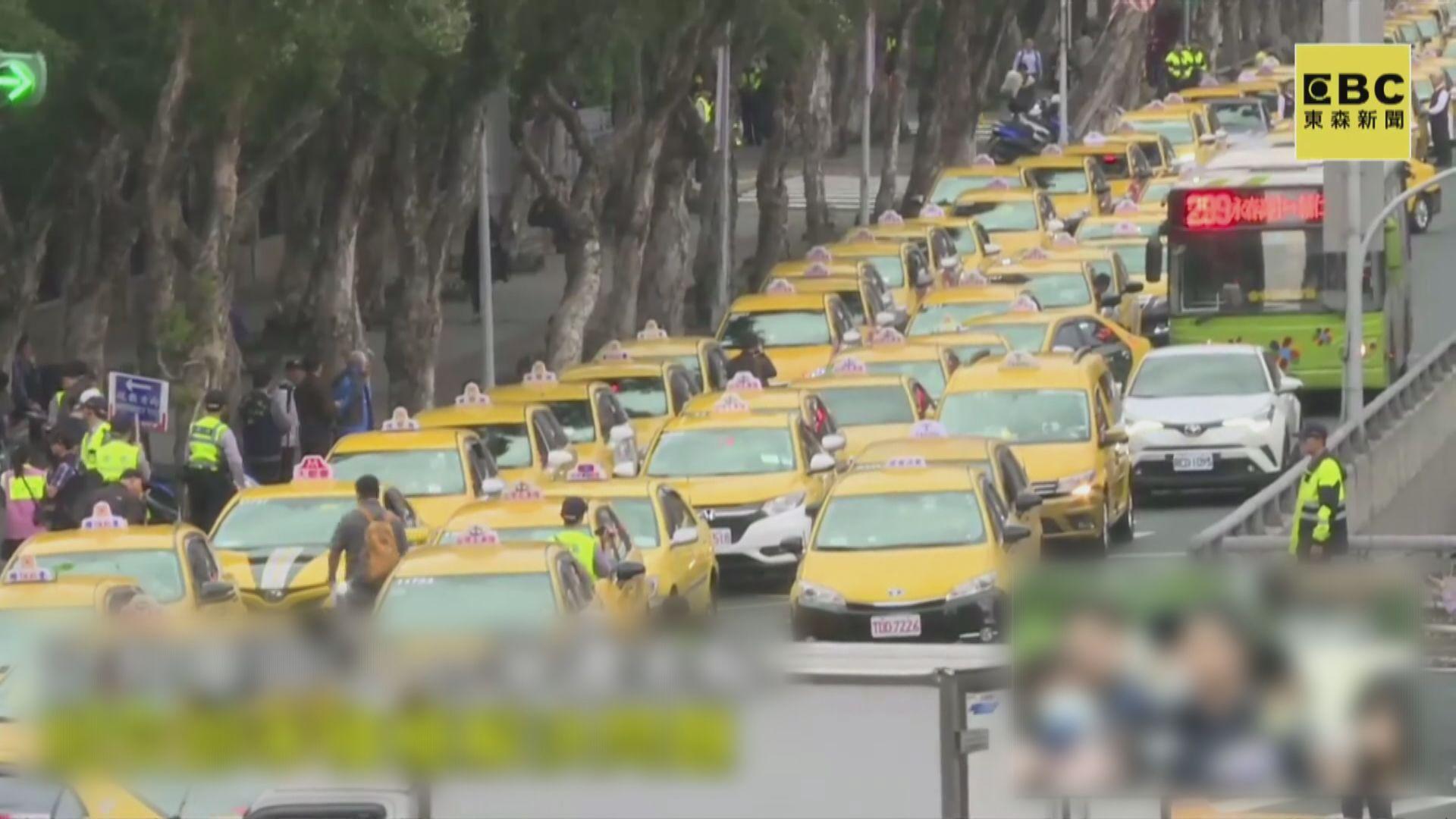 台北的士慢駛抗議Uber未受規管
