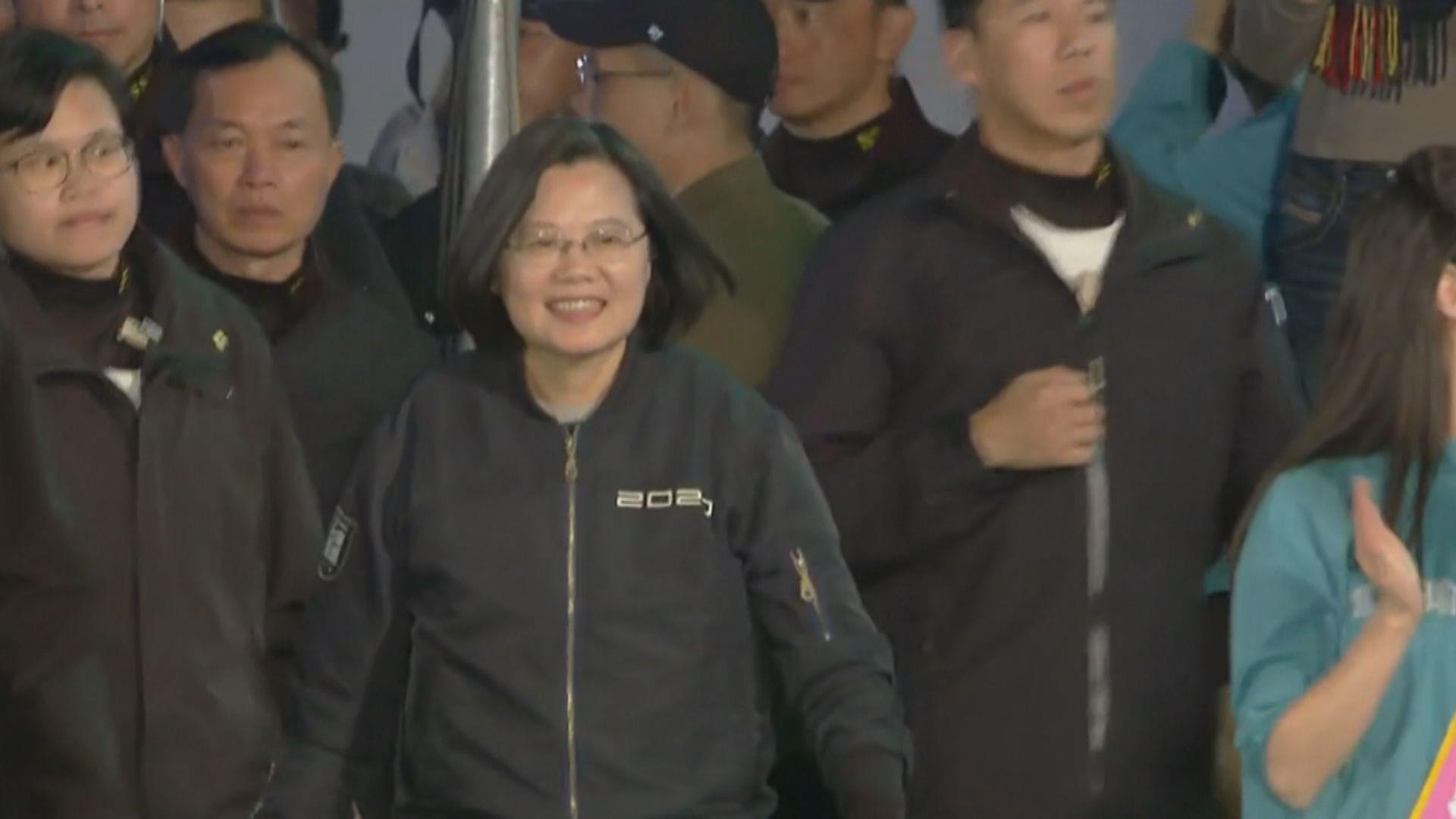 蔡英文勸台灣年輕人示範民主自由會克服困難