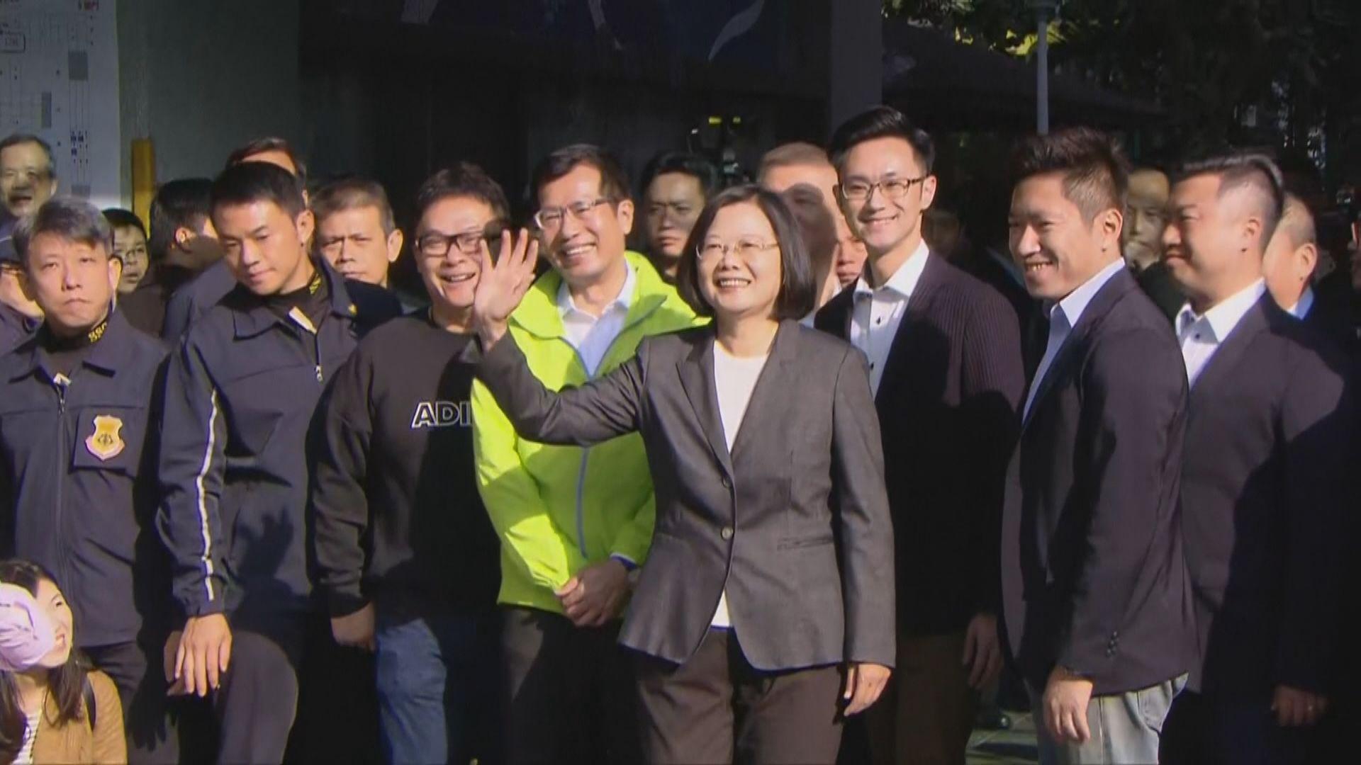 【台灣大選】蔡英文、韓國瑜、宋楚瑜分別到所屬票站排隊投票