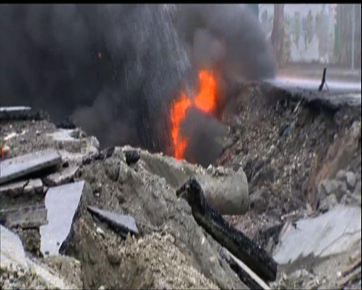 高雄爆炸現場面目全非部分火勢未熄