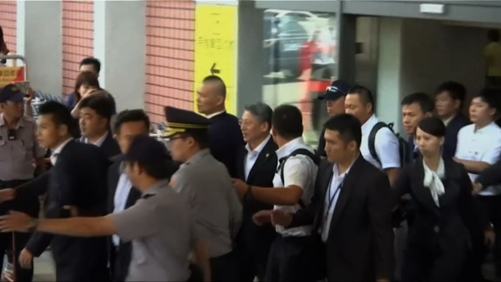 上海市委統戰部長抵台遇示威