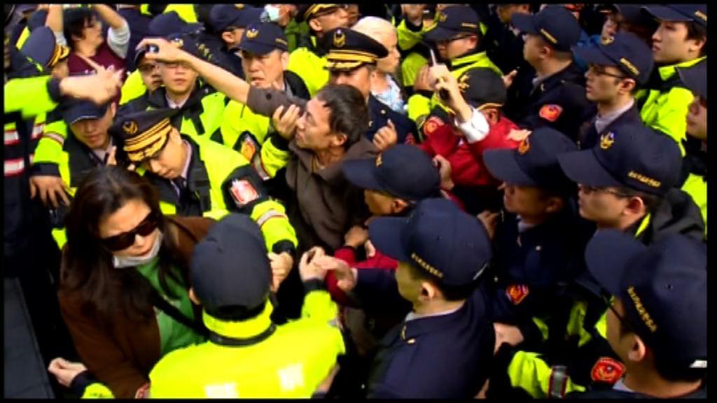 台灣有團體抗議年金改革 要求當局對話協商