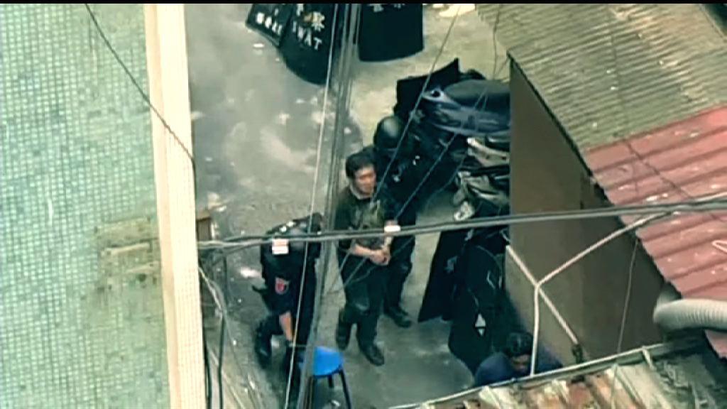 台灣新北市警匪槍戰 疑犯棄械投降