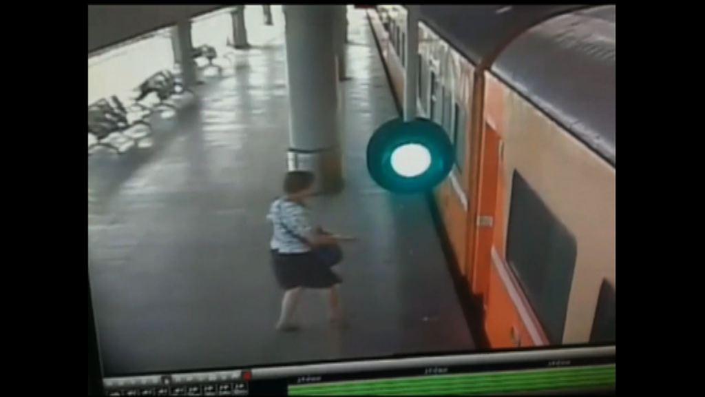 台灣女子卡在火車月台空隙拖行死亡