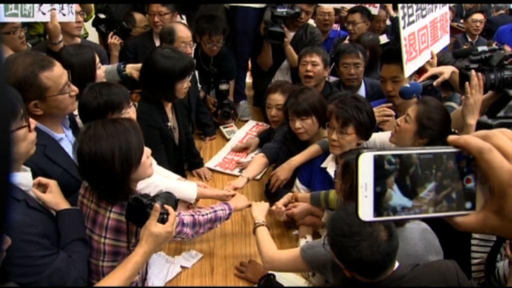 台灣國民黨拖延審議近九千億預算案